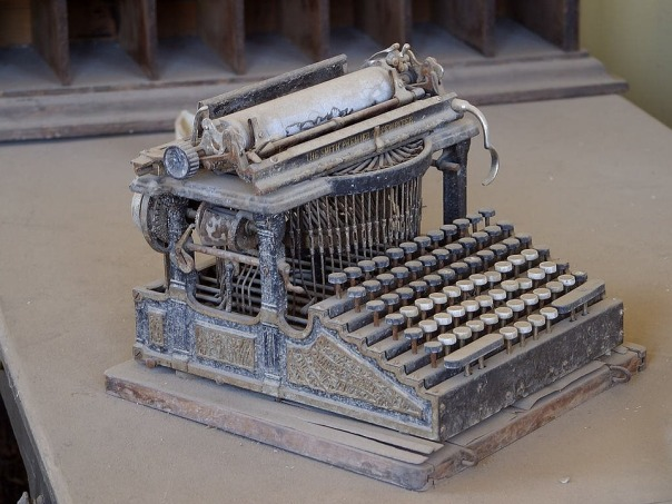 old-typewriter-3696_960_720