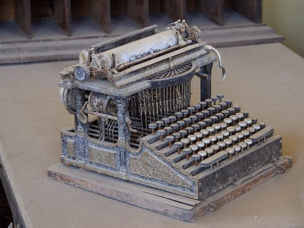 old-typewriter-3696_960_720